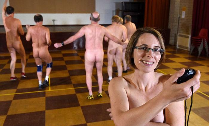 В Великобритании провели первые в стране занятия фитнесом голышом