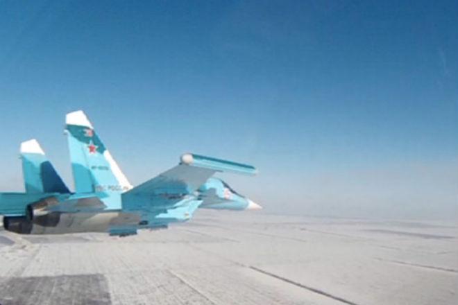 Мастерская посадка тяжелого российского истребителя на шоссе