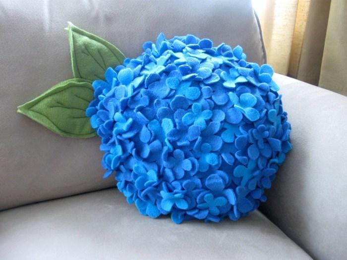 подушка цветок из фетра (3) (700x525, 285Kb)