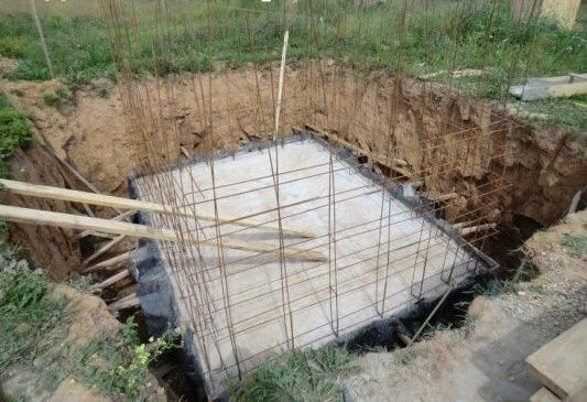 Рис. 10. Установка арматуры для монолитной бетонной стены