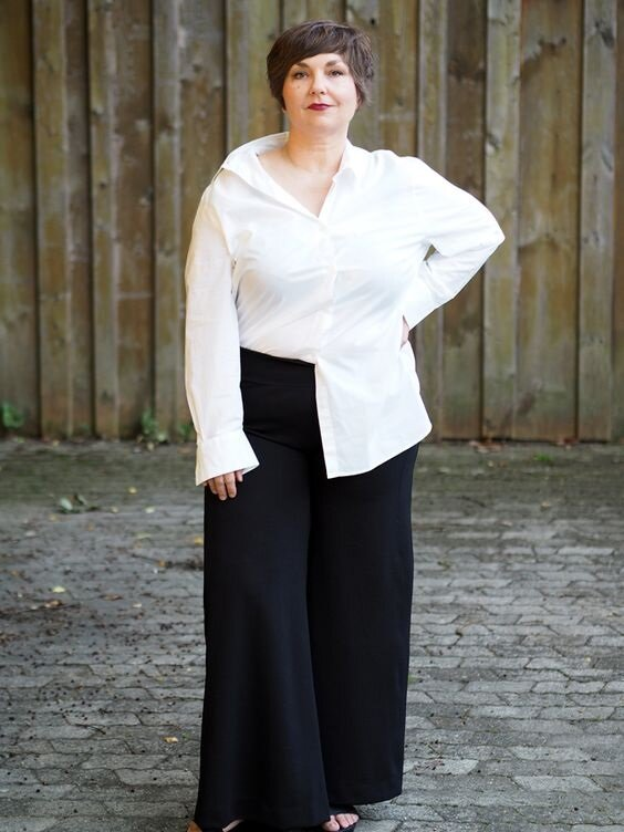 13 образов для женщин 55+ с недорогой рубашкой, чтобы выглядеть молодо и стильно