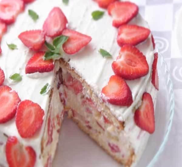 Торт с клубникой и кремом рецепт с пошагово в домашних условиях