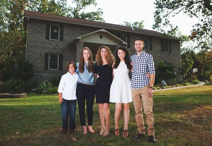 Мать-одиночка построила дом для 4-х своих детей по руководствам из YouTube