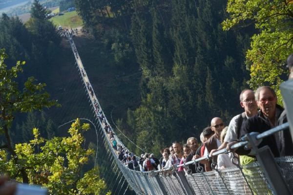 Выбор туристов: самый длинный подвесной мост в Германии (ФОТО)