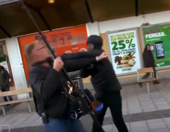 Мигранты забили журналистов в центре Европы