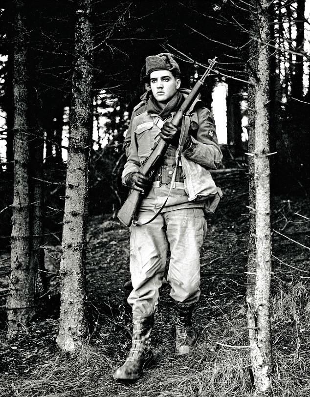 Элвис-солдат в Германии на маневрах, 1958 год архив, знаменитости, интересно, история, редкие снимки, фото, фотоальбом, элвис пресли