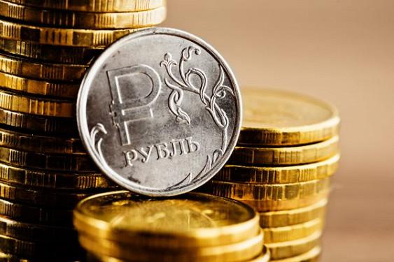 Рубль подешевел в начале торгов на фоне падения нефтяных цен