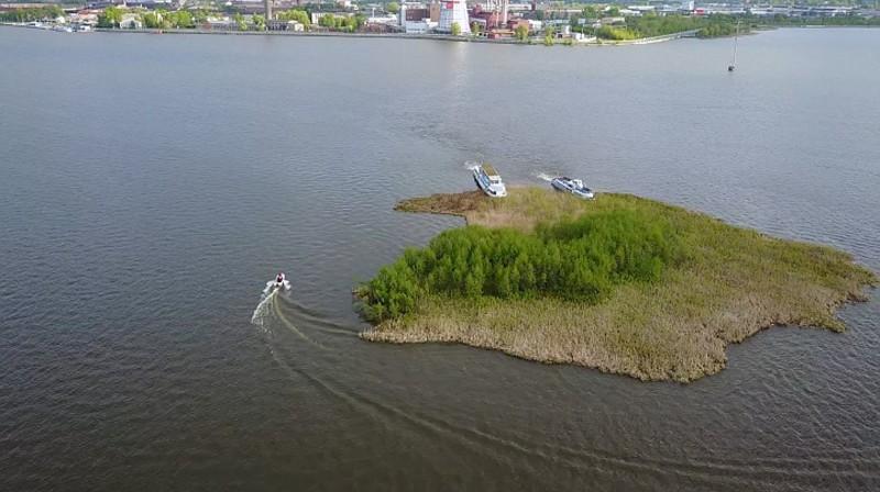Плавучий остров на Ижевском пруду