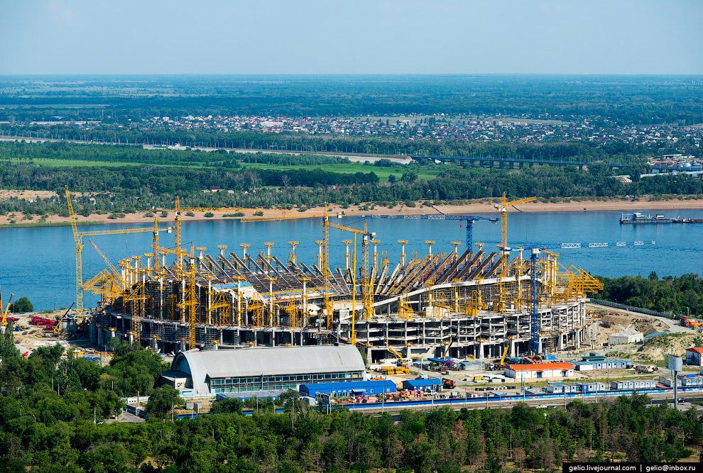 Строящийся футбольный стадион «Арена Победа»
