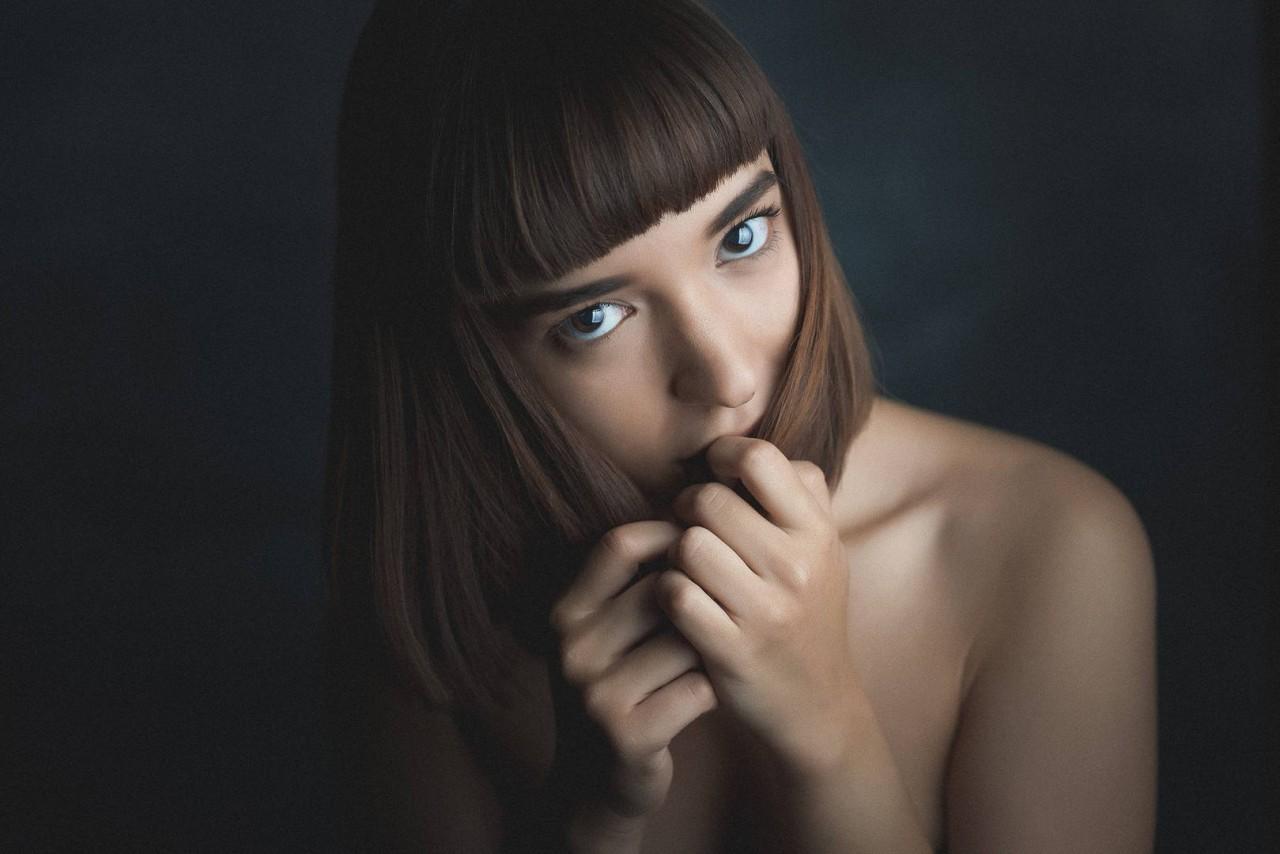 На портрете красивая женщина 2
