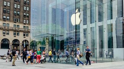 Фанаты Apple выстроились в очередь за новыми iPhone