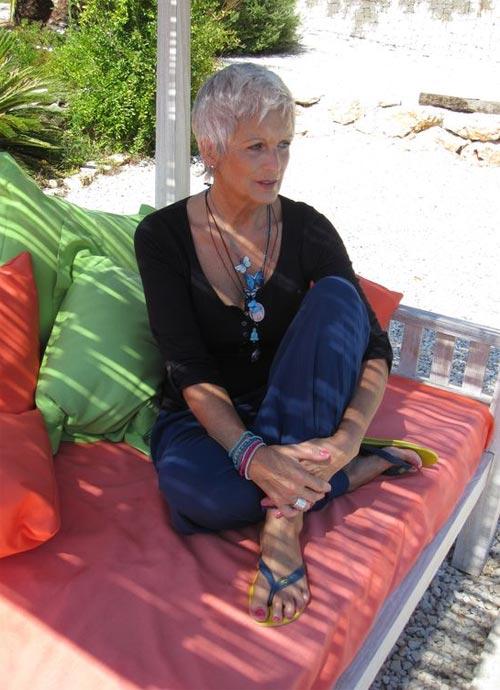 Лук для лета 2017 демонстрирует женщина 50-60 лет