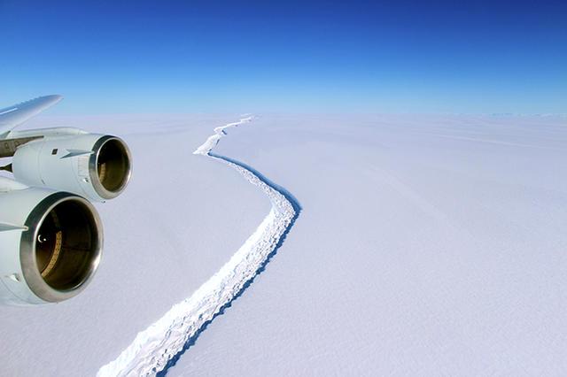 Ледник Ларсена в Антарктиде  скоро станет огромным айсбергом