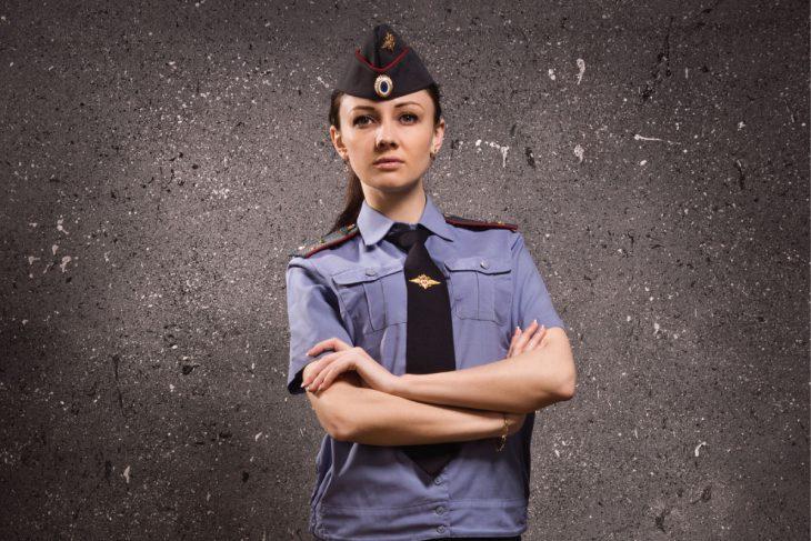 Еду в маршрутке, на остановке заходит девушка в форме — полковник полиции!
