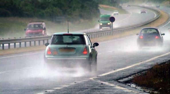 Экстренное торможение и особенности управления автомобилем