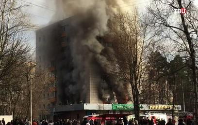 По факту пожара с двумя погибшими в Москве возбудили уголовное дело