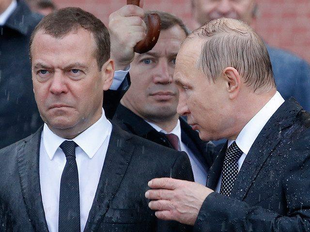 Медведев отказывается ездить в регионы из-за фильма «Он вам не Димон»