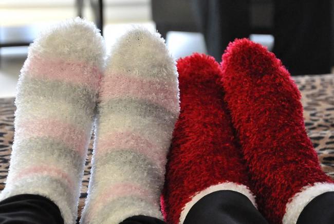 Как утеплить ноги в домашних условиях
