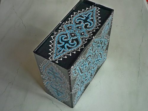 Шкатулка или коробок для мужского ремня.