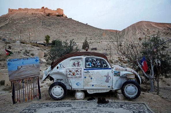 «Жук» у пещеры: в Иордании появился самый маленький отель в мире