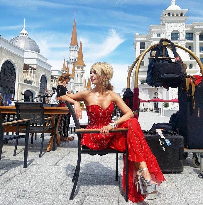Певицу Валерию осудили за наряд не по возрасту и вульгарное фото