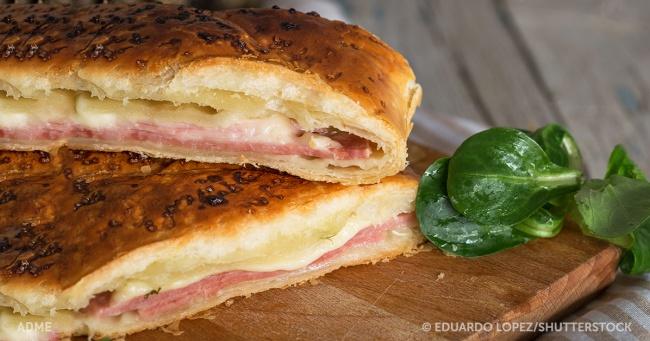 Слоеный испанский пирог с ветчиной и сыром