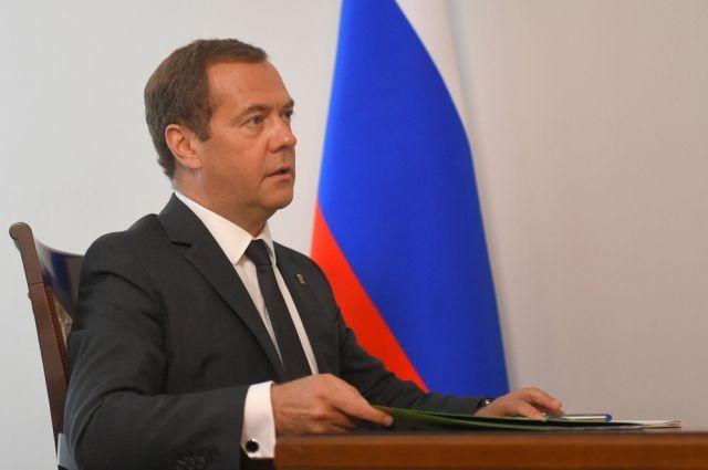 Медведев заявил о необходимости подготовки к запуску связи 5G