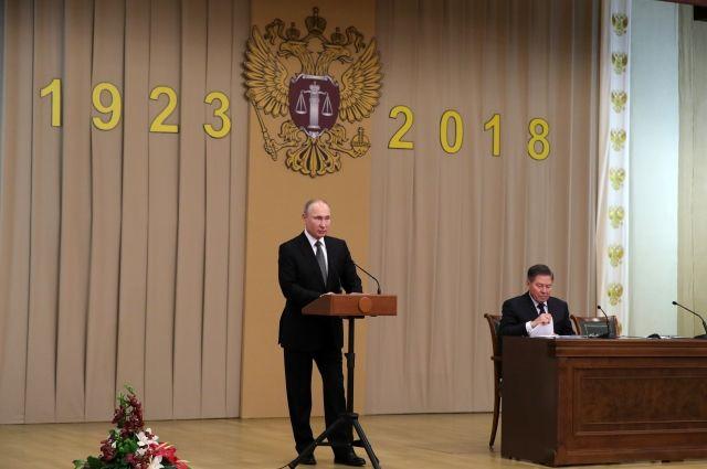 Путин назвал качества, которыми должен обладать современный судья