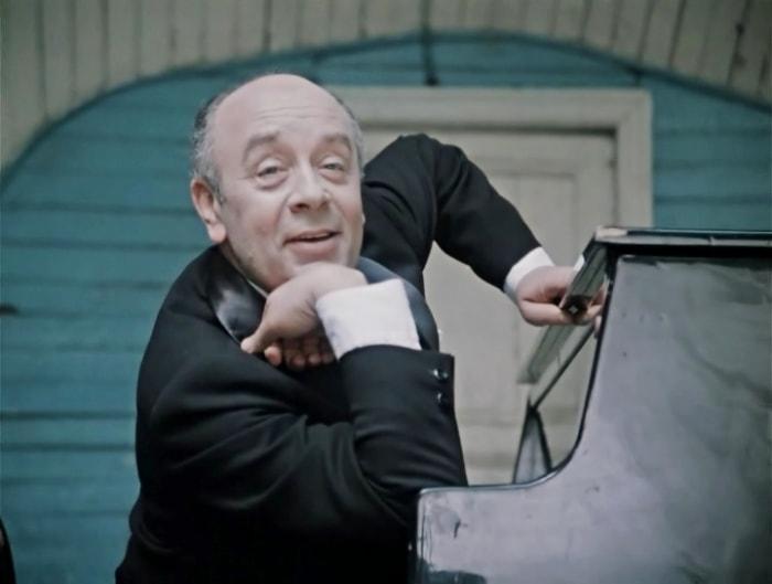 Леонид Броневой в фильме *Покровские ворота*, 1982 | Фото: telespektakli.ru
