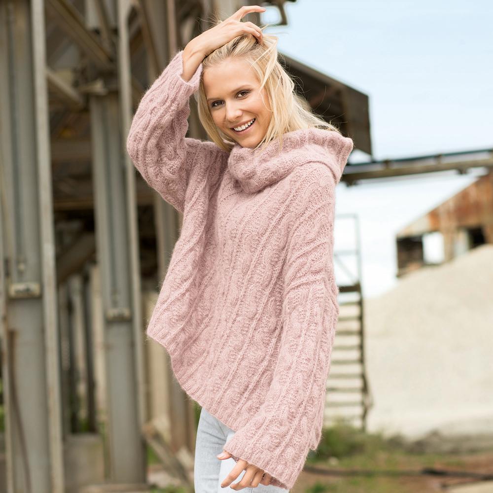 Объемный свитер  с «косами»