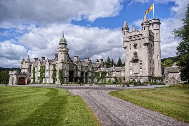 Замок Балморал один из красивейших замков Шотландии