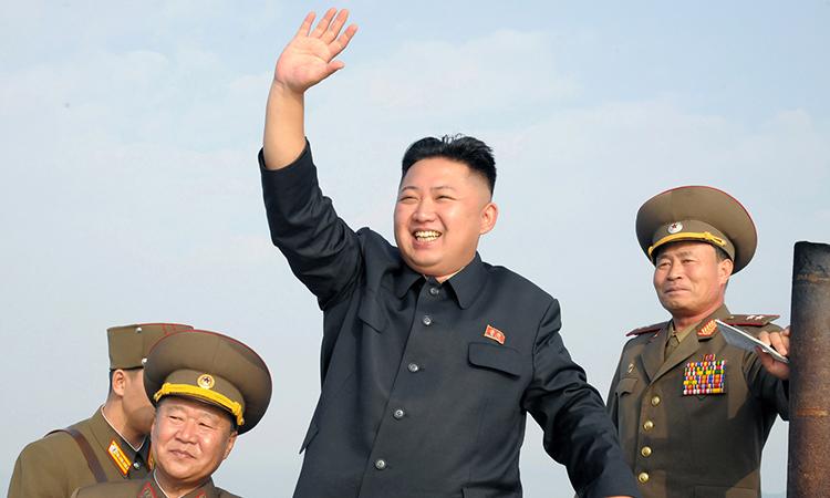 """Привет Дональду от Кима: """"КНДР выложила кадры """"уничтожения"""" бомбардировщика и авианосца США"""""""