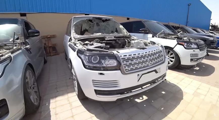 Автосвалка с разбитыми Range Rover в Дубае