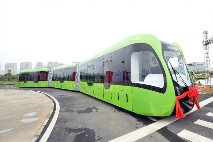 Трамвай, которому не нужны рельсы и провода.