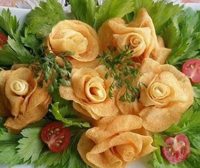 Готовая роза из картошки