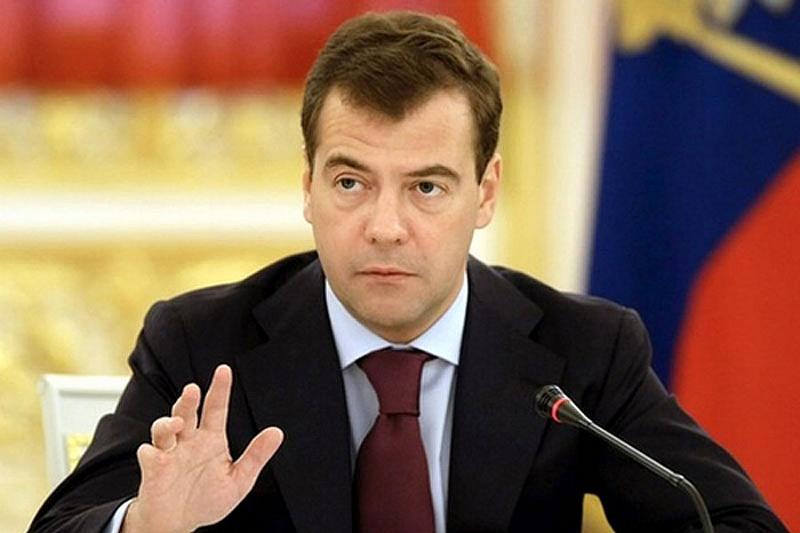 Медведев: правительство не планирует вводить налог на тунеядство