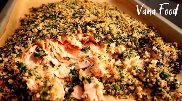Фото к рецепту: Семга в духовке под ореховой корочкой