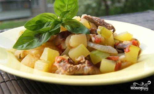 Мясное рагу с кабачками