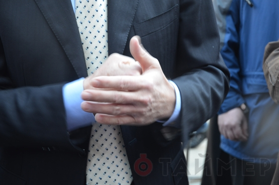 Почему Порошенко хлопал себя по руке у Трампа