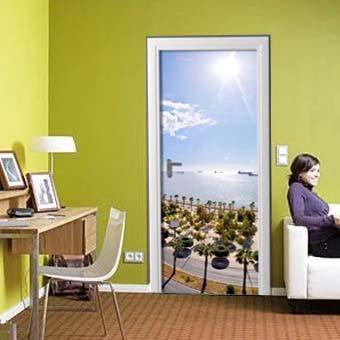 Идея для декора комнат: наклейки на дверь