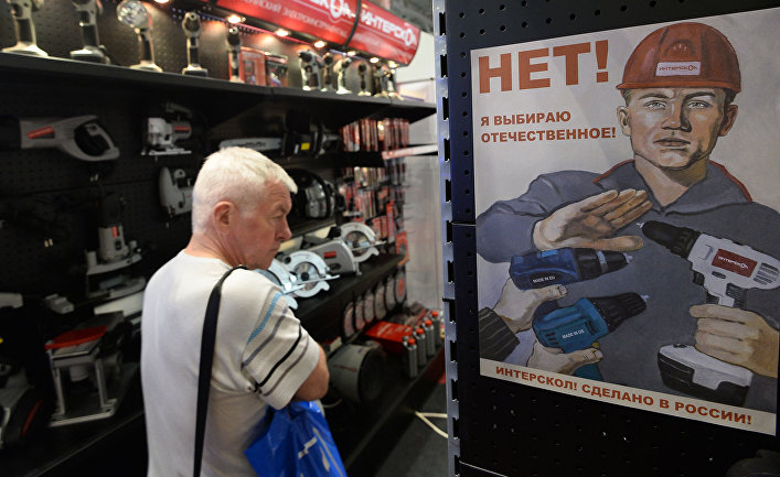 Пока Трамп думает, ЕС продлевает санкции (Bloomberg, США)