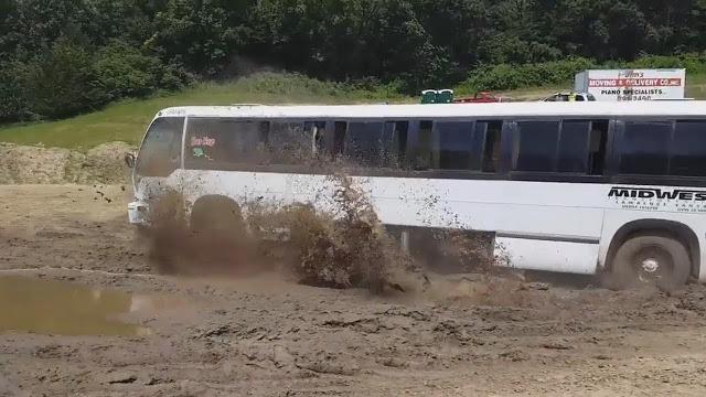 Пассажирские автобусы по бездорожью - уникальное видео