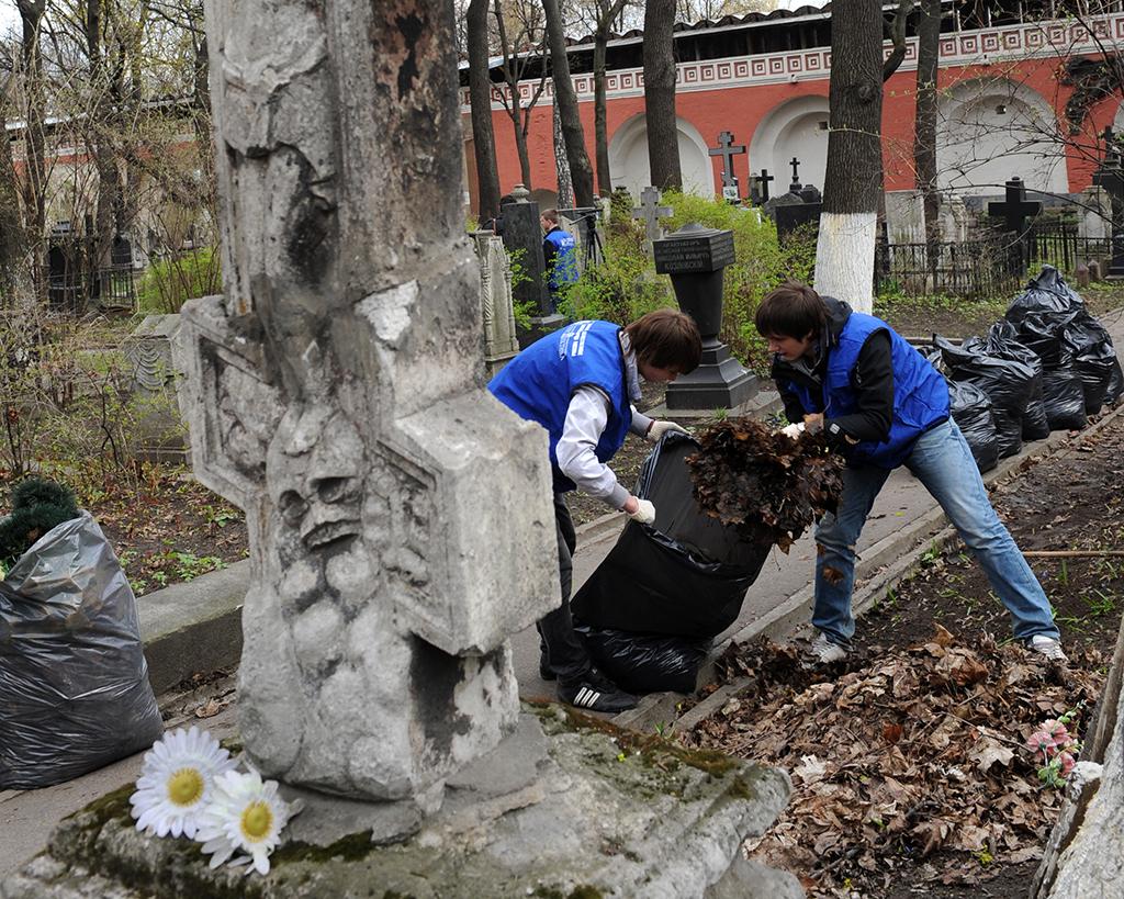 Союз похоронных организаций предлагает обязать граждан ухаживать за могилами родственников 15 лет