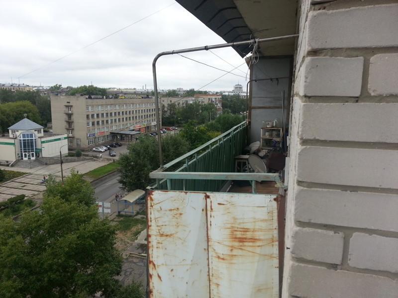 Подробно — как превратить 5,5 метров бесполезной балконной площади в уютное местечко