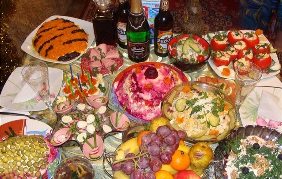 Новогодний стол на четверых за 6 т.р. - кто опять останется без пармезана?