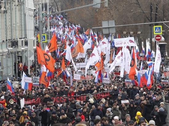Яшин впереди, Навальный замыкал: в Москве прошел марш памяти Немцова