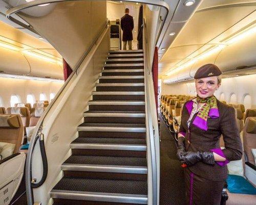 На время полета Qatar Airways будет выдавать пассажирам ноутбуки