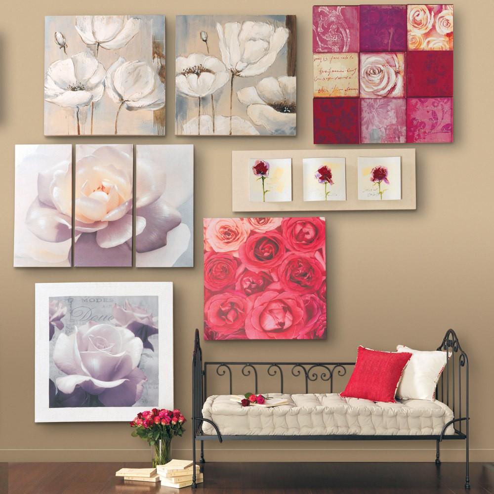 Картины в декоре стены