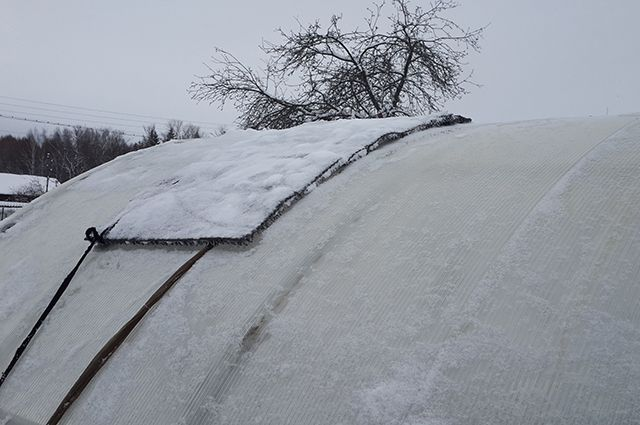 """""""Чистилка"""". Как сделать устройство для уборки снега с крыши теплицы"""