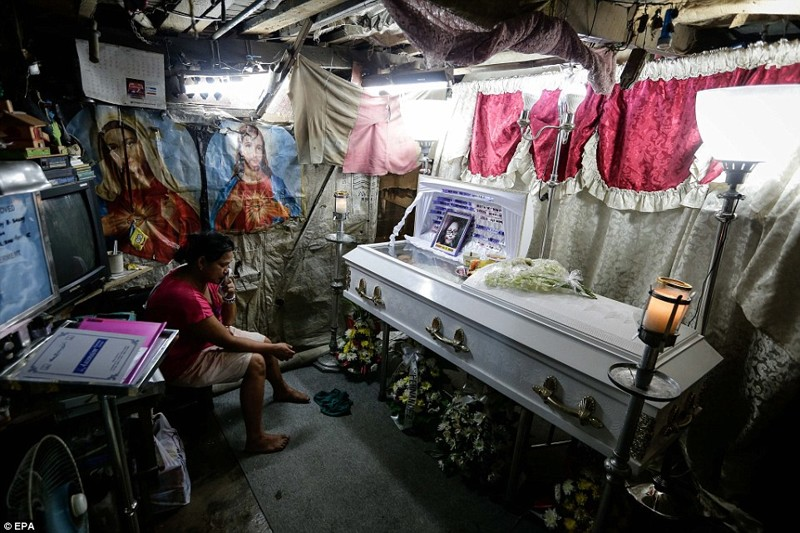 Мать Кристины Джон Сайлог скорбит по своей дочери: девочка была убита в перестрелке шальной пулей в канун Рождества  дутерте, филиппины против наркотиков